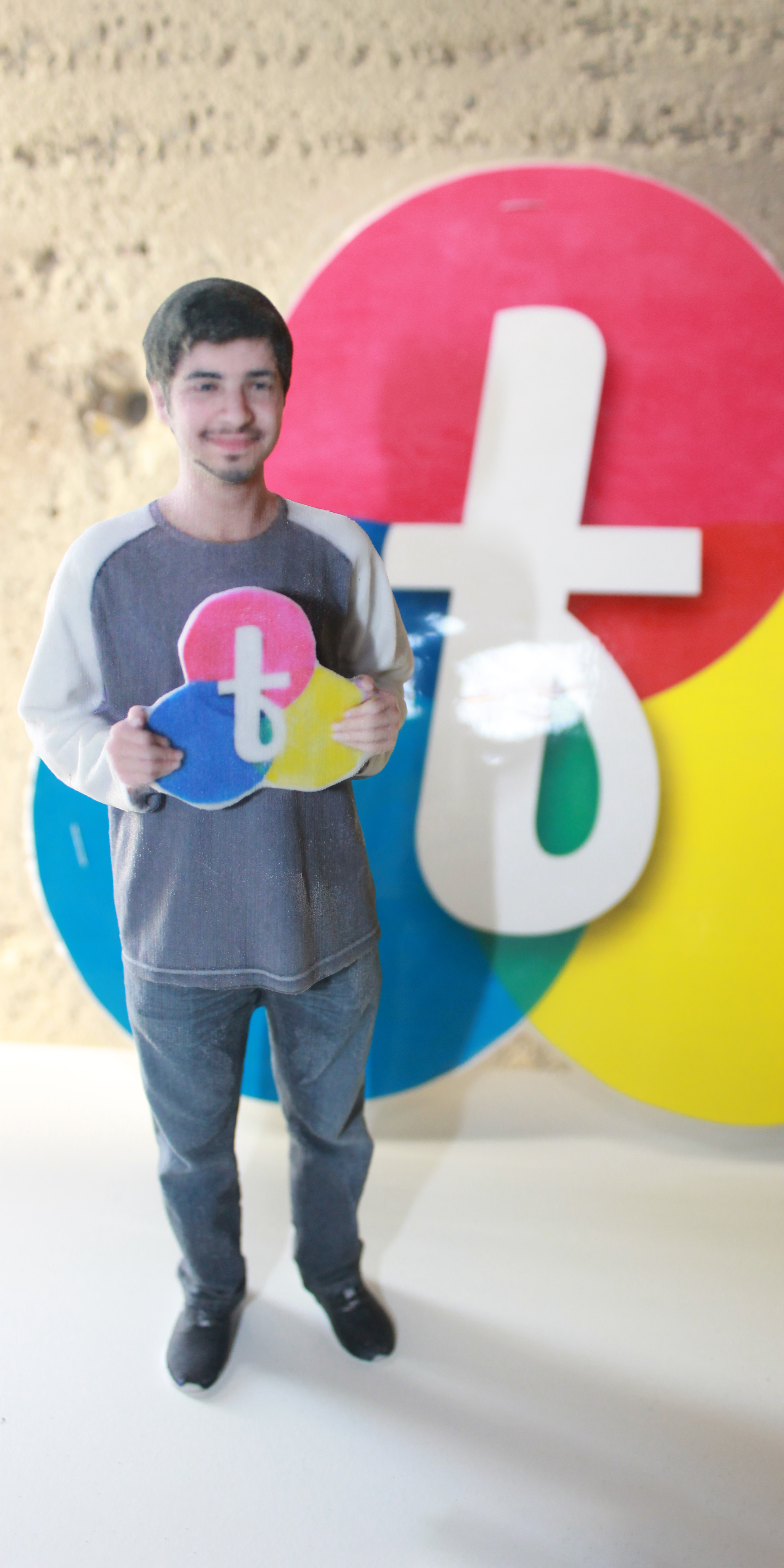 Person holding Twindom logo