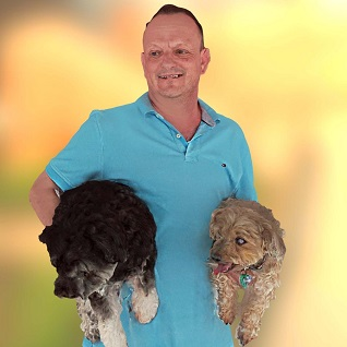 guy with dogs 3d selfie